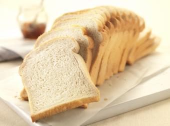 Cum dauneaza painea alba. De ce e bine sa renunti la painea alba