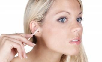 De ce nu e sanatos sa iti cureti urechile cu betisoare