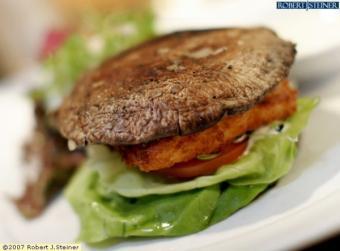 Reteta vegetariana: burgeri din ciuperci