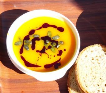 Supa de dovleac copt, o mancare delicioasa si hranitoare, de sezon