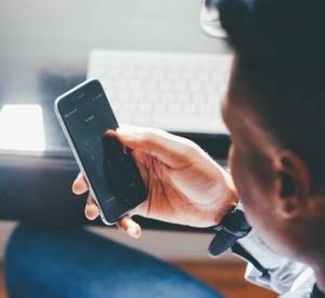 5 moduri in care schimbul de mesaje pe telefon iti fac rau